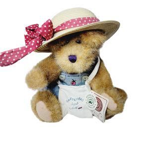 Gen-yoo-wine BOYDS Bear Gardner with Hat